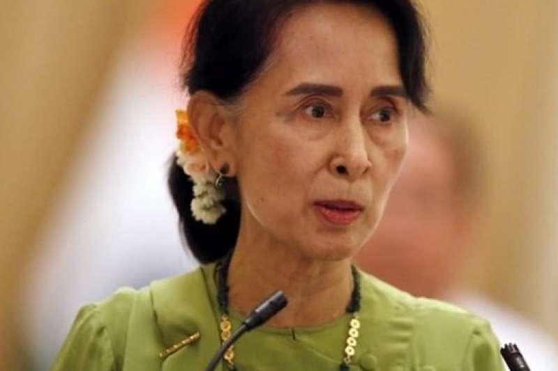 翁山蘇姬為緬甸監禁記者辯護。(BBC中文網)
