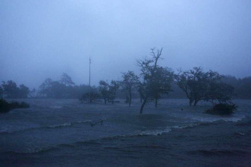 颶風佛羅倫斯襲擊美國東南岸(AP)
