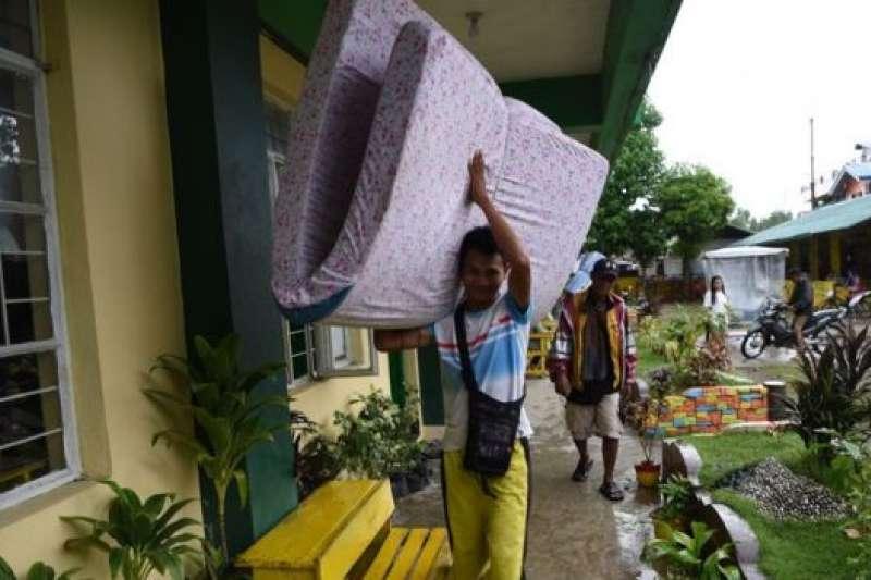 颱風「山竹」登陸菲律賓前,當局進行了人員疏散。(BBC中文網)