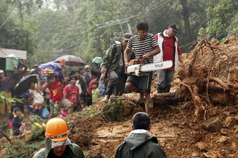 2018年9月15、16日,「山竹」颱風侵襲菲律賓,造成數十人死亡,多處嚴重山崩(AP)