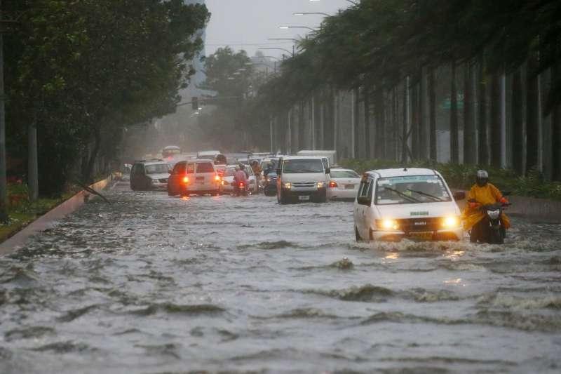 2018年9月15、16日,「山竹」颱風侵襲菲律賓,造成數十人死亡,多處嚴重淹水(AP)