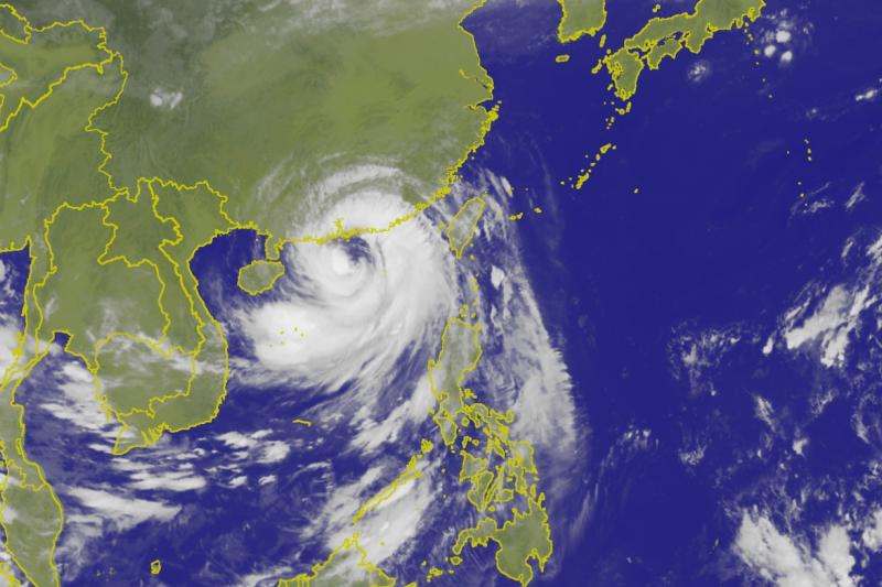 雖然山竹颱風已經解除警報,但外圍環流仍會影響,屏東及花蓮應防超大豪雨,沿海也可能會有大浪。(取自中央氣象局)