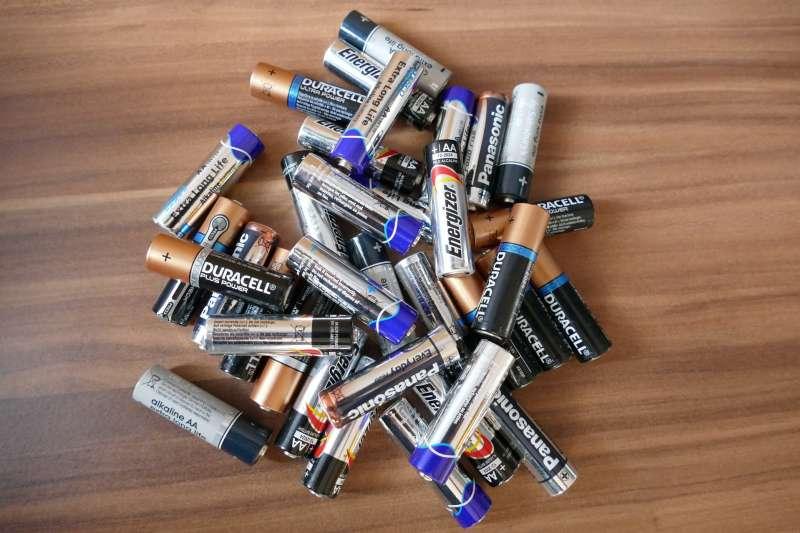 現在到超商回收廢電池,有折抵優惠!(圖/pixabay)
