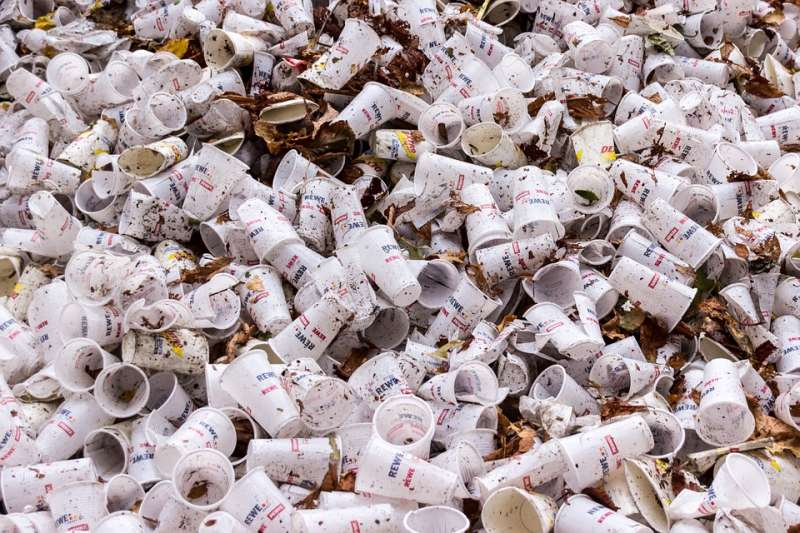 塑膠回收是做世足賽球衣好,還是拿去發電好?(示意圖/ meineresterampe@pixabay)