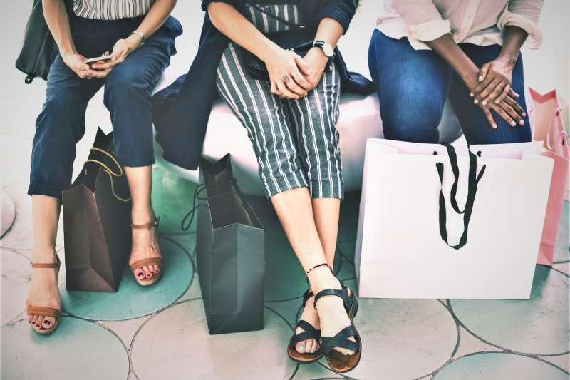 你常常因為衝動購物而後悔不已嗎?為什麼每次都買的比預期的多?心理師為你解答問題出在哪!(圖/rawpixel@pixabay)