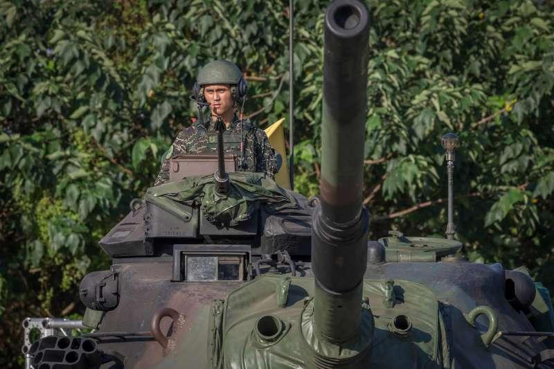 外界形容,義務役已走入歷史,國防部表示,4個月軍事訓練仍屬義務役。(資料照,翻攝臉書「蔡英文 Tsai Ing-wen」)