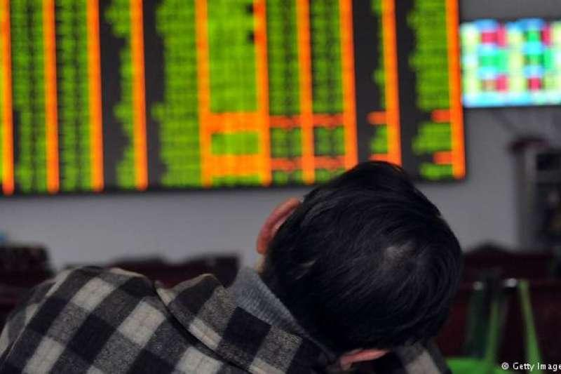 美國宣佈再對美2千億美元中國商品徵稅後,中國股市早盤小跌開出,創下32個月來的新低。中國證監會副主席表示,以就貿易問題做好最壞的凖備。(德國之聲)