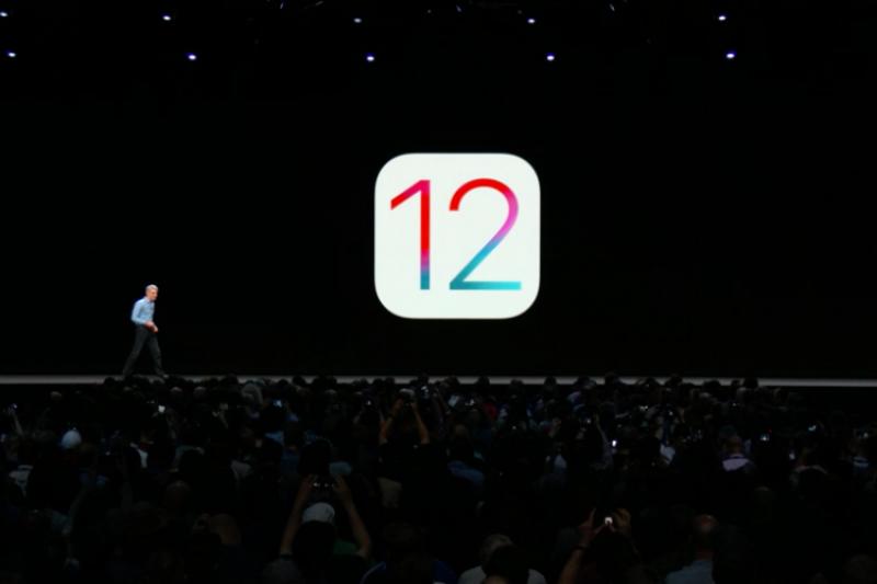 新版iOS系統今日正式釋出更新,除了帶給舊機種更快的使用表現之外,還有一些新功能與App,包含自製表情符號、更聰明的Siri、手機成癮管制功能等。(圖/Apple,數位時代提供)
