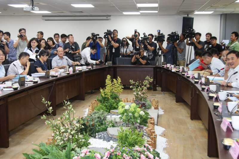 20180919-北農董事會.董事長陳景峻(右)、總經理吳音寧(左)出席。(陳明仁攝)