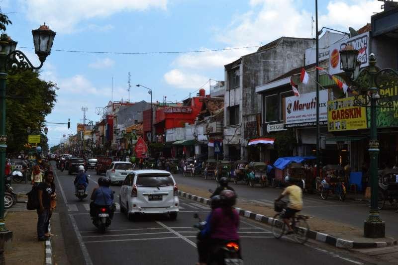 新加坡網購平台Carousell日前販售印尼女傭,有的女傭被貼上「新到貨」標簽,已找到雇主的被列為「已售」。雖然廣告已被撤下,但印尼當局向新加坡政府抗議,要求嚴懲。(示意圖/Victor Ulijn@flickr)