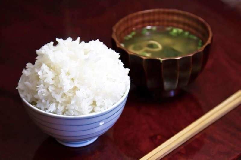 到底要先吃飯還是先喝湯?專家有答案!(圖/pakutaso)