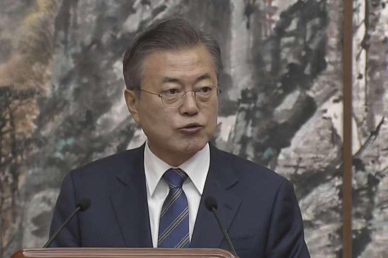 2018年9月19日平壤峰會,南韓總統文在寅和北韓(朝鮮)國務委員會委員長金正恩簽署《平壤共同宣言》(AP)
