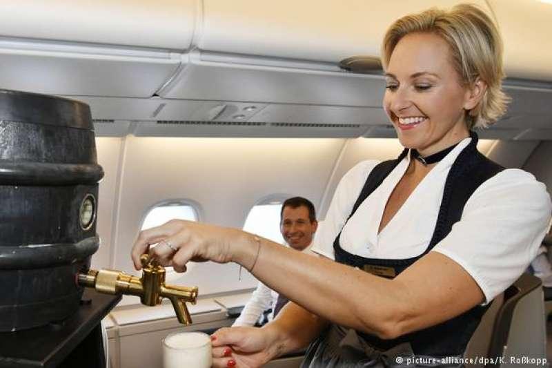 漢莎乘客可以品嘗到德國原裝啤酒。(德國之聲)