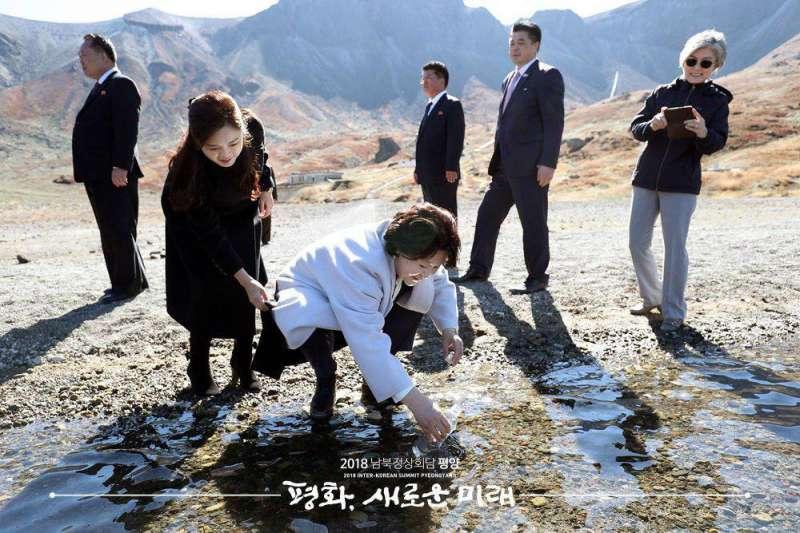 2018年9月20日,南韓總統文在寅夫婦造訪白頭山天池(青瓦台臉書)