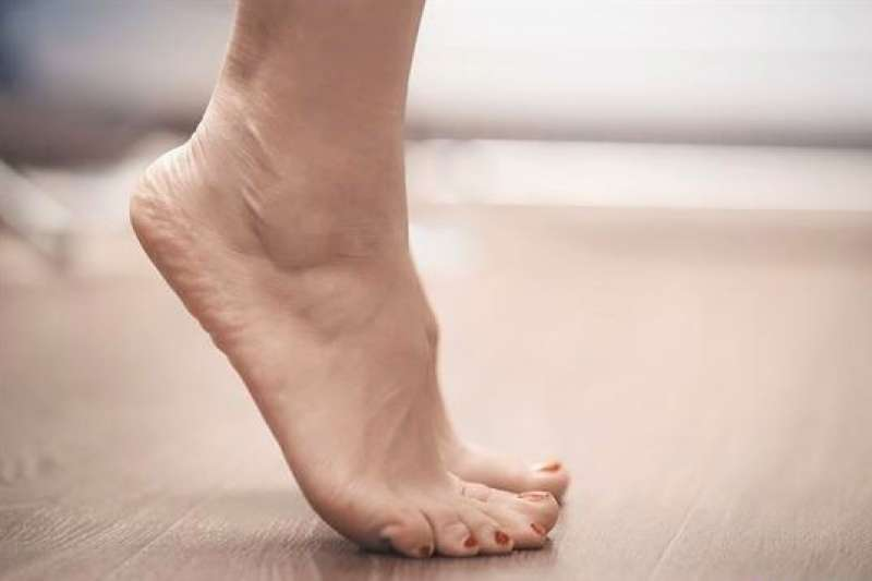 「墊腳尖」一直是備受保健達人所推崇的免錢養生法。(圖/華人健康網提供)