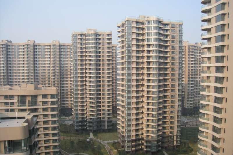 「一個被房價綁架的社會也是畸形的,由高房價泡沫支撐起來的經濟遲早也會經歷崩盤。」圖為新莊地區副都心。(示意圖/ Huanglin Yuan @flickr)