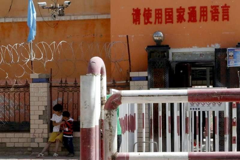 中共官方在新疆大力推動「普通話」教育 (AP)