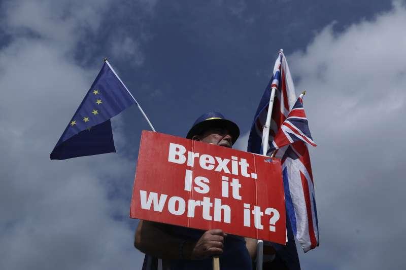 英國脫歐談判一波三折,越來越多民眾問:值得嗎?(AP)