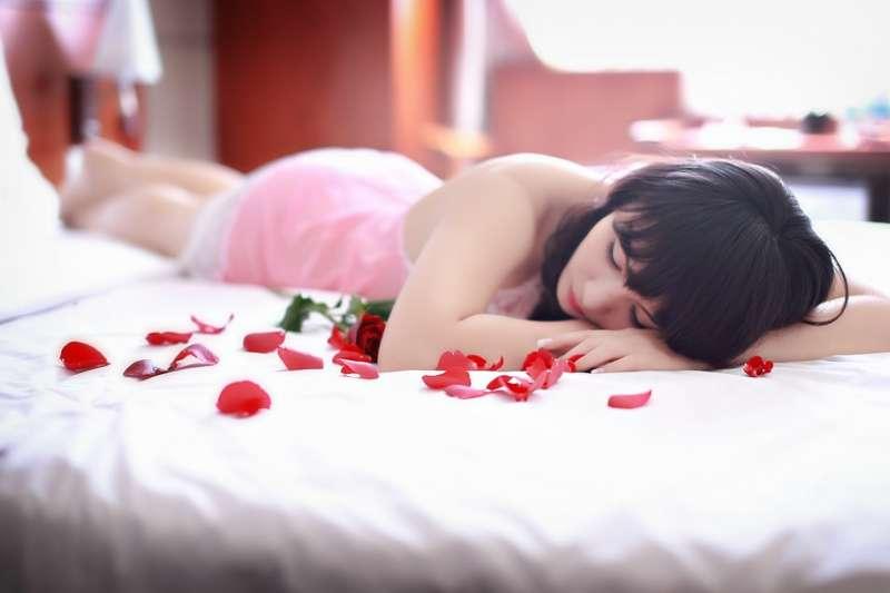 脫衣舞的色情之處,在於它的欲蓋彌彰,欲裸還蓋。(示意圖/cuncon@pixabay)