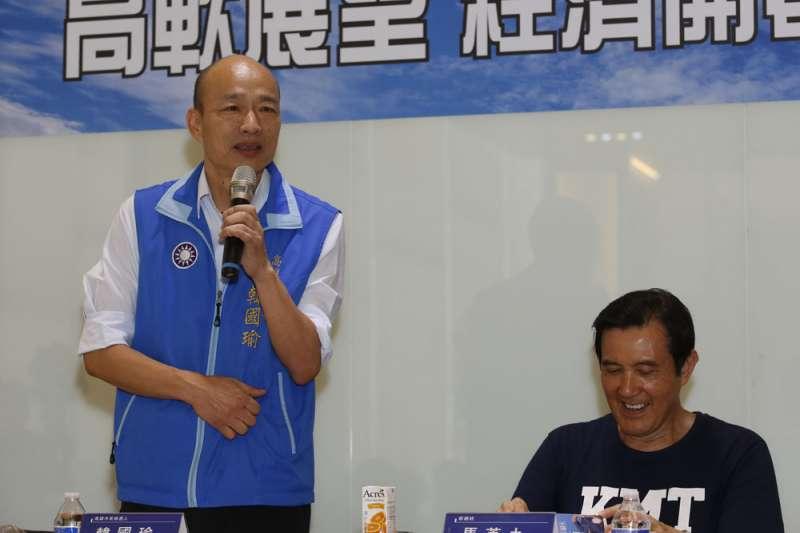韓國瑜(左)一直營造出「有機會贏」的媒體聲量,過去較為隱性的國民黨支持者陸續表態。(郭晉瑋攝)