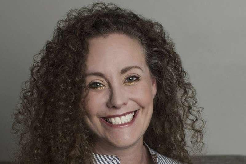 美國華府55歲的網站工程師茱莉.史威尼克26日指控,大法官人選卡瓦諾高中時期在派對上對女性做出不當性行為(美聯社)