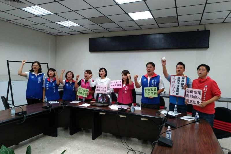 近來韓國瑜多項政見受到民進黨批評,國民黨高雄市議會黨團召開記者會,痛斥民進黨抹黑韓國瑜。(圖/徐炳文攝)