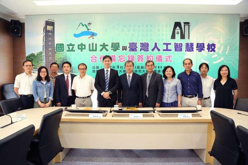 在國家實驗研究院人工智慧產學研聯盟的促成下,中山大學與台灣AI學校合組「AI軍師聯盟」,將成立台灣AI學校南部分校。(圖/國立中山大學提供)