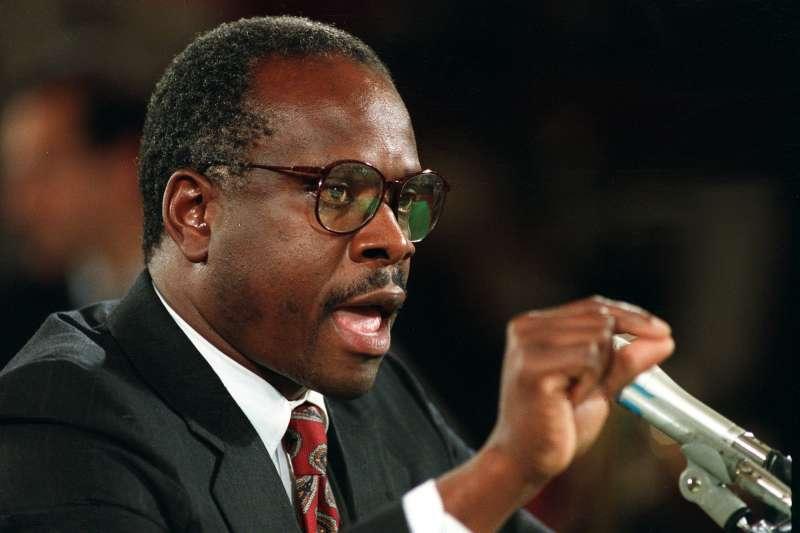 1991年10月11日,準大法官湯瑪斯(Clarence Thomas)在聯邦參議院聽證會上反駁希爾(Anita Hill)對他的性騷擾指控(AP)
