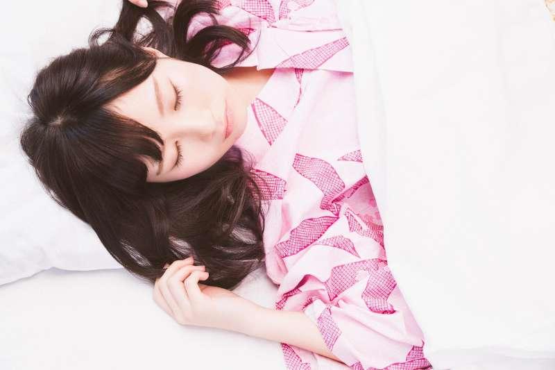 用樂觀的人睡越好。(示意圖非本人/pakutaso)