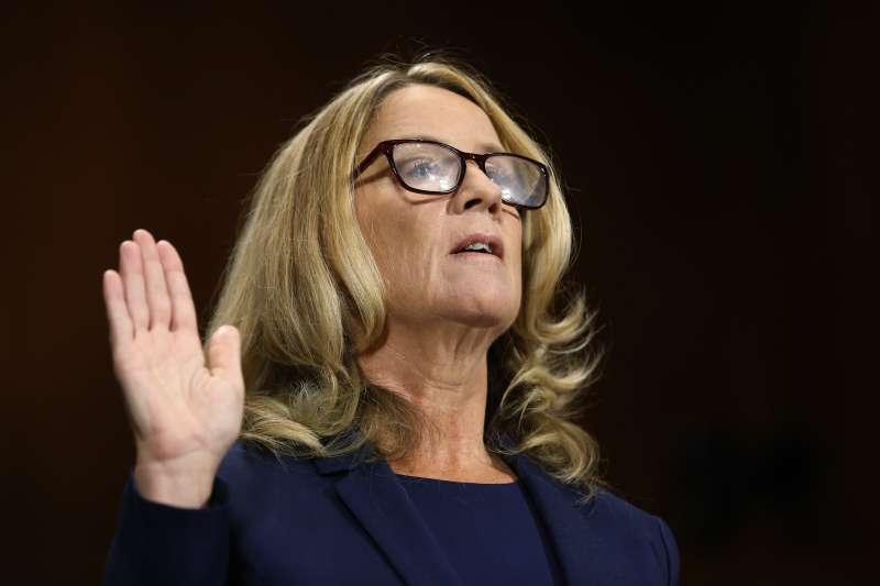 2018年9月27日,美國聯邦參議院聽證會,大學教授福特(Christine Blasey Ford)指控準大法官卡瓦諾(Brett Kavanaugh)多年前企圖性侵(AP)