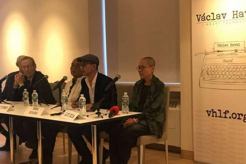 劉霞與廖亦武在紐約參與座談,這也是她離開中國後首次參與公開活動。(翻攝臉書)