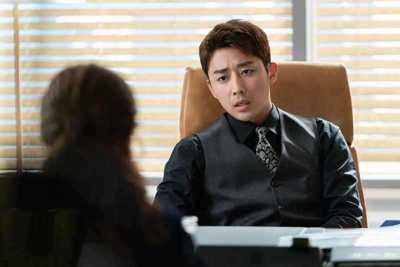 身在職場,總是要小心一些看不見的險惡地雷,好比在職場上的角色,請切記「黑白分明」!(圖/取自  MBC 드라마 FB)
