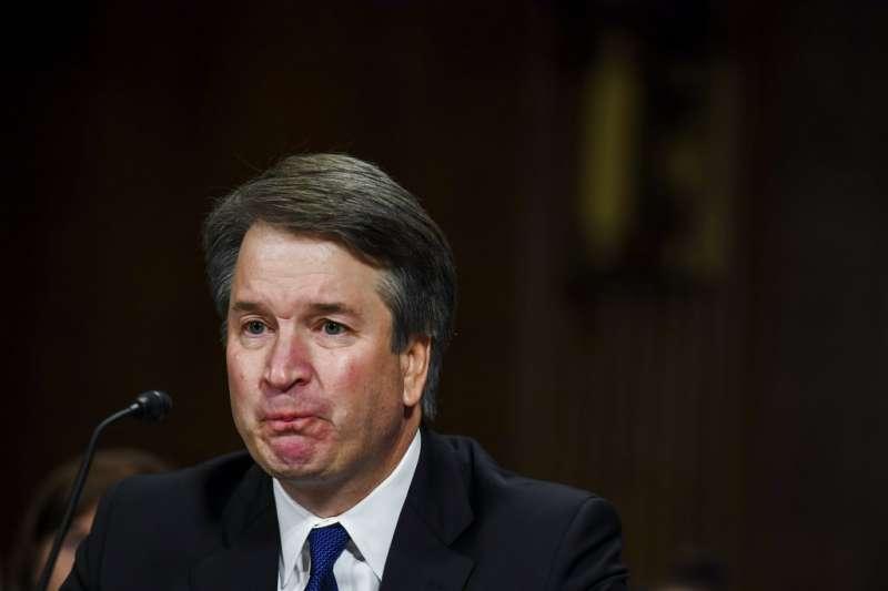 在參院聽證會上作證的聯邦最高法院大法官被提名人卡瓦諾。(美聯社)