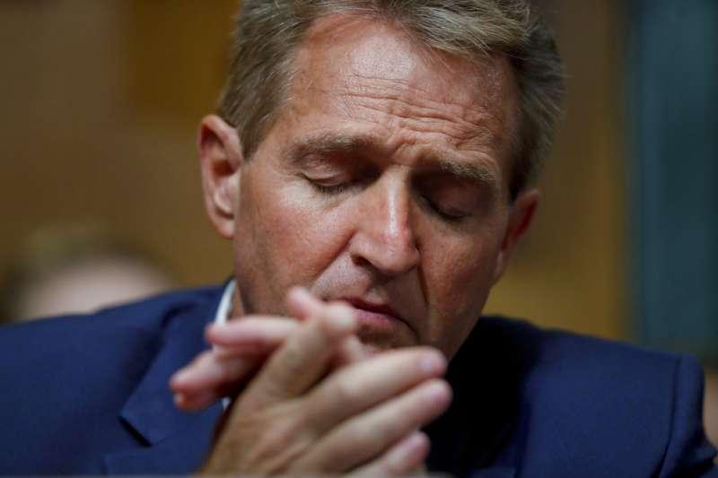 美國大法官卡瓦諾任命案:共和黨籍亞利桑那州參議員佛雷克(Jeff Flake)(AP)