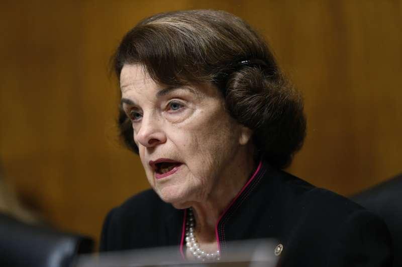 民主黨籍的聯邦參議院司法委員會副主席范士丹,否認外洩福特女士指控大法官被提名人卡瓦諾性侵未遂的信件內容(AP)