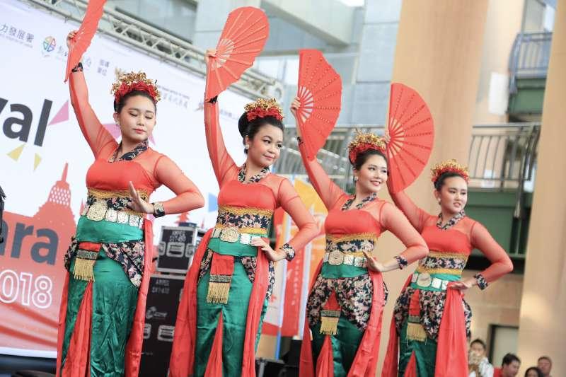 20180930-「2018年印尼文化嘉年華」今日於新北市政府前廣場舉辦。(簡必丞攝)