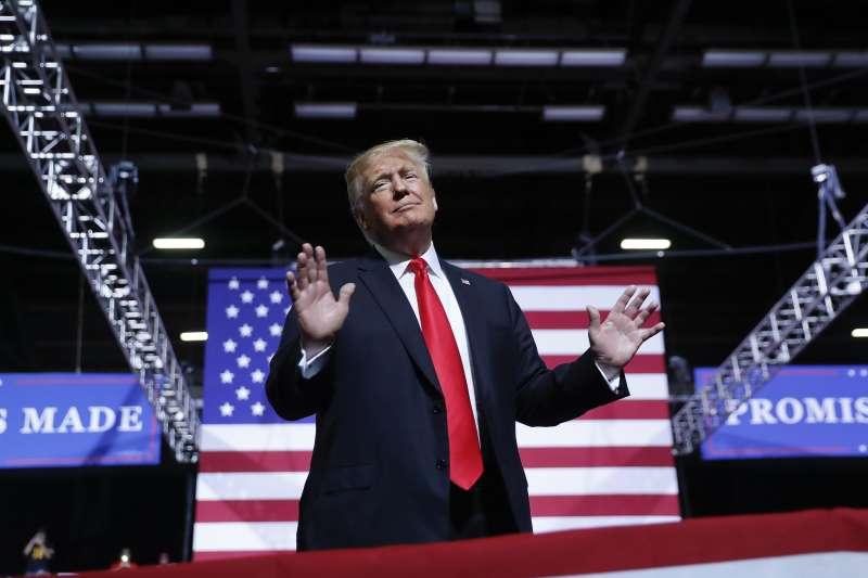 美國總統川普為期中選舉造勢,對金正恩大表「愛意」。(美聯社)