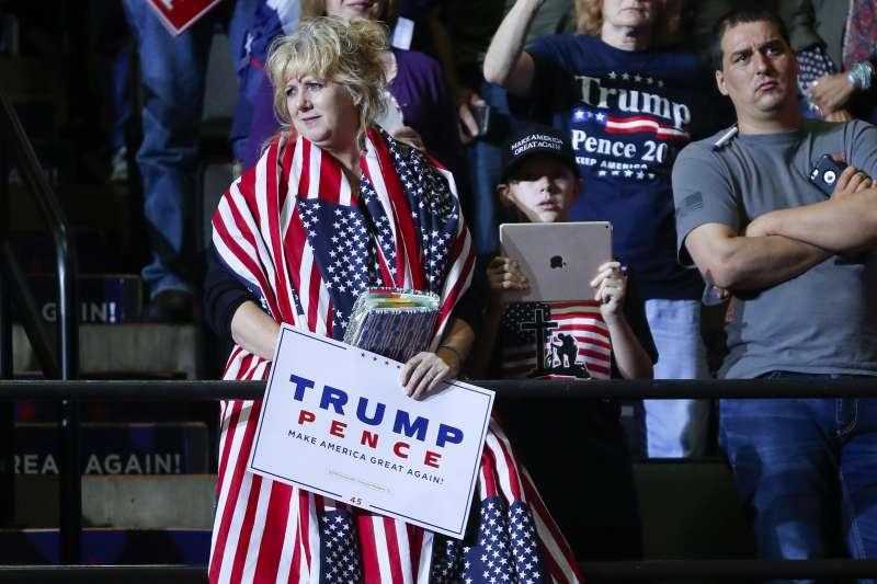 美國總統川普為共和黨期中選舉造勢,現場有大批川普支持者。(美聯社)