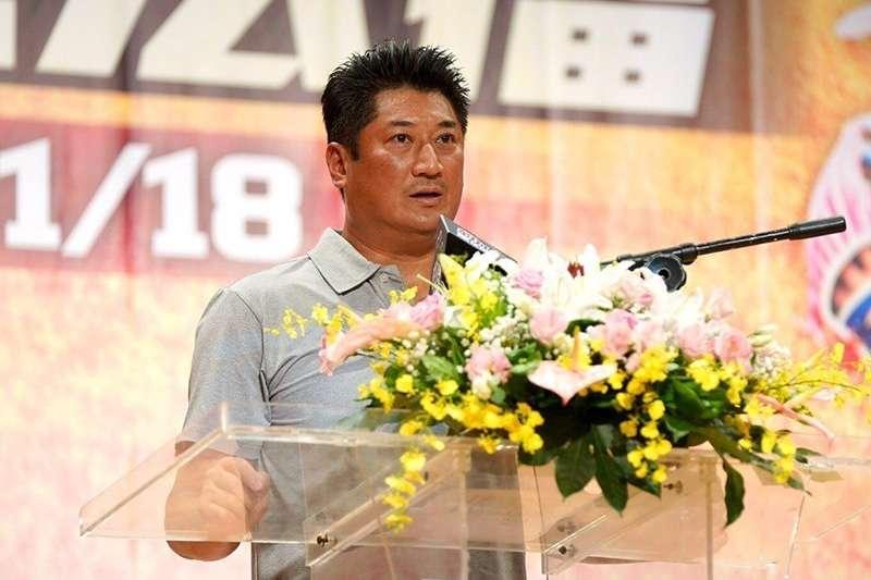中華棒協理事長辜仲諒,今天出席黑豹旗記者會,勉勵年輕的棒球選手懂得感恩、回饋。(圖由中華棒協提供)