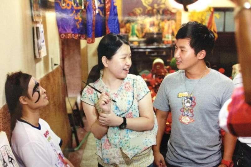 民俗祭典,自古來通常都是男尊女卑的活動,但在屏東東港檺林宮共心堂,完全打破這樣的既定印象。(Monique提供)