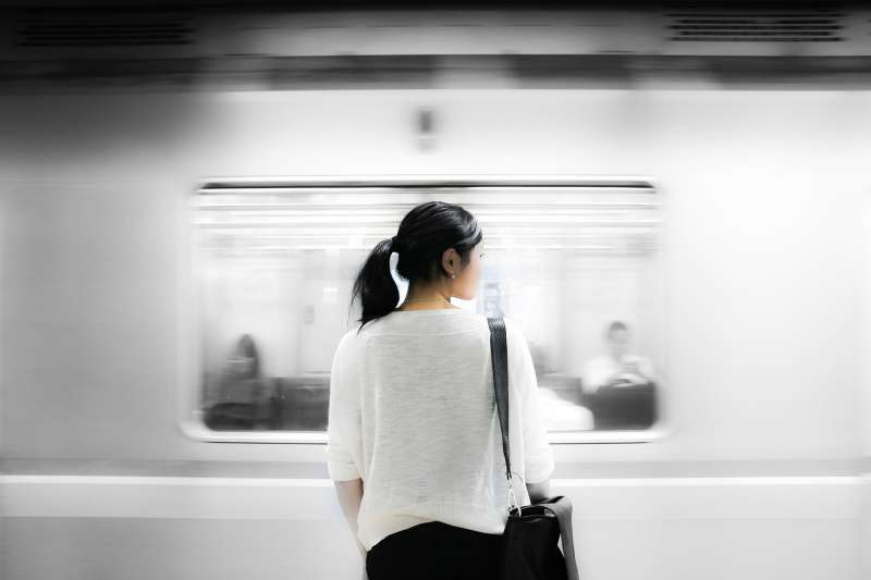 求學階段叛逆不羈,在老師眼中是個問題學生,許伊妃天性反骨,喜歡挑戰自我,16歲在因緣際會下,選擇進入殯葬業。(圖/Pixabay)