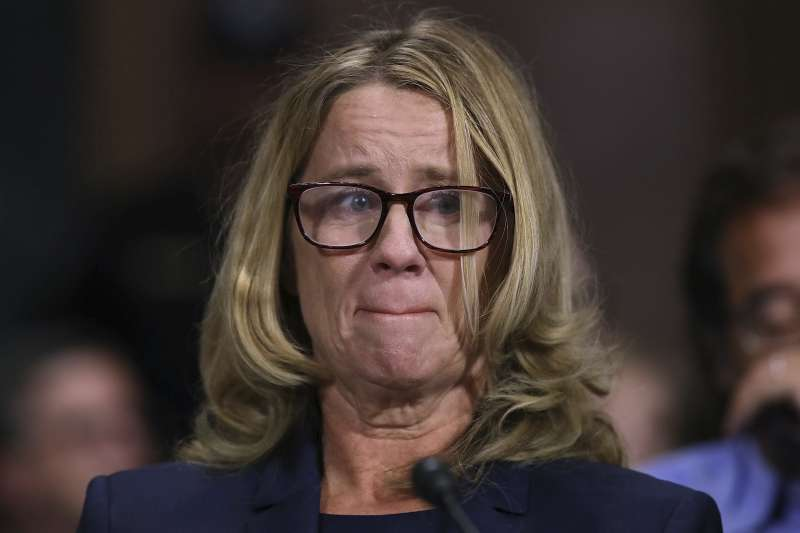 心理學者福特27日在聯邦參議院聽證會中,聲淚俱下地控訴卡瓦諾36年前涉嫌對她性侵的細節。(AP)