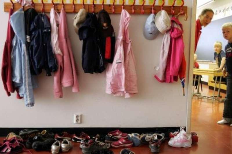 進教室前先脫鞋子,芬蘭和其他北歐國家都是這樣