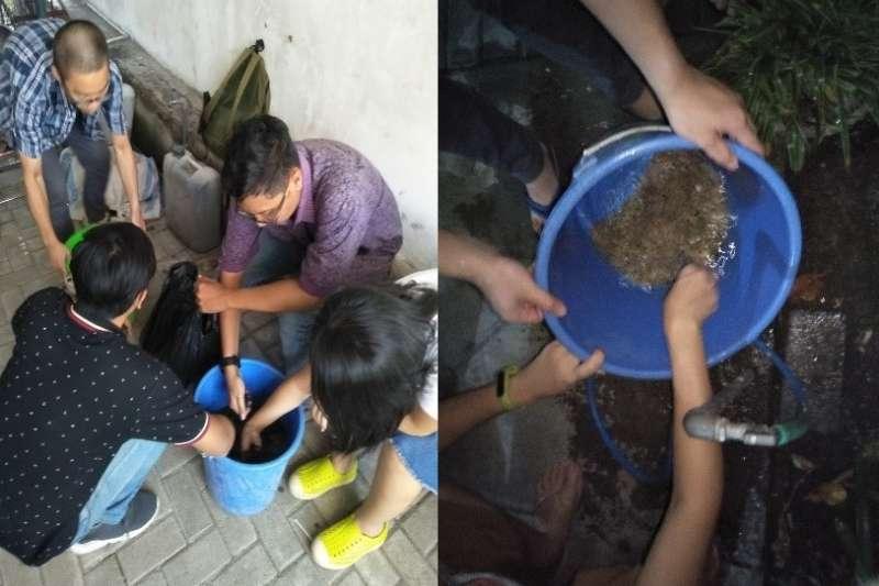 台灣科技大學主導的「行動工程師」計畫,柴貝融、李宗唐的小組與ITS學生合作一起在印尼泗水 SDN Kedung Cowek I-253 小學建置飲用水設備。(台科大「行動工程師」學生提供)
