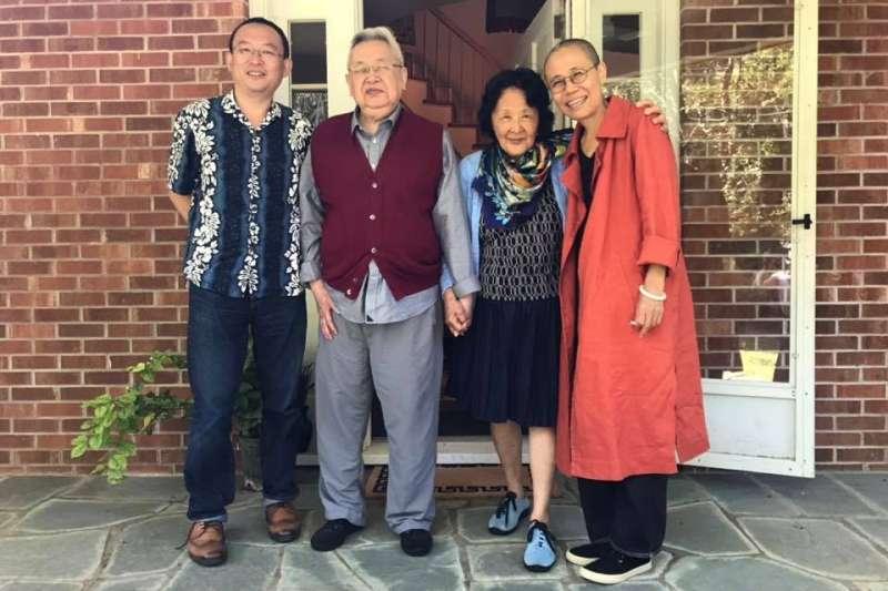 余英時夫婦與余杰、劉霞在美合影。(翻攝余杰臉書)