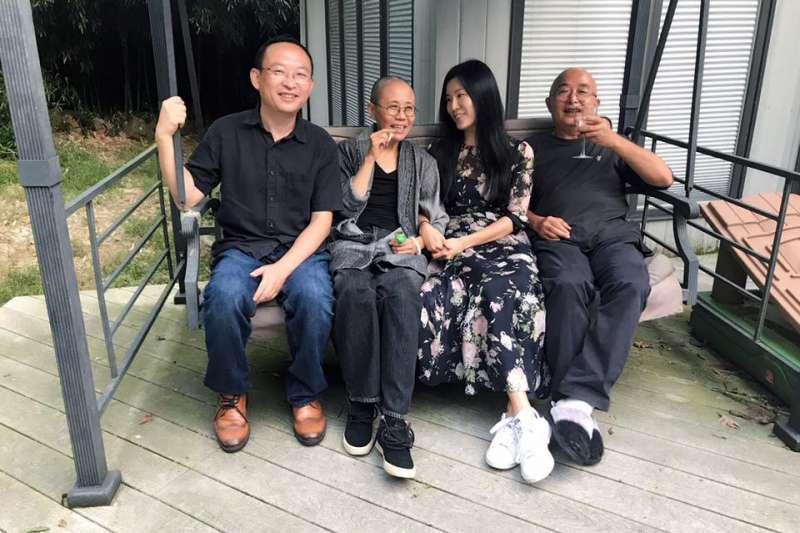 余杰夫婦、廖亦武、劉霞在美合影。(翻攝余杰臉書)