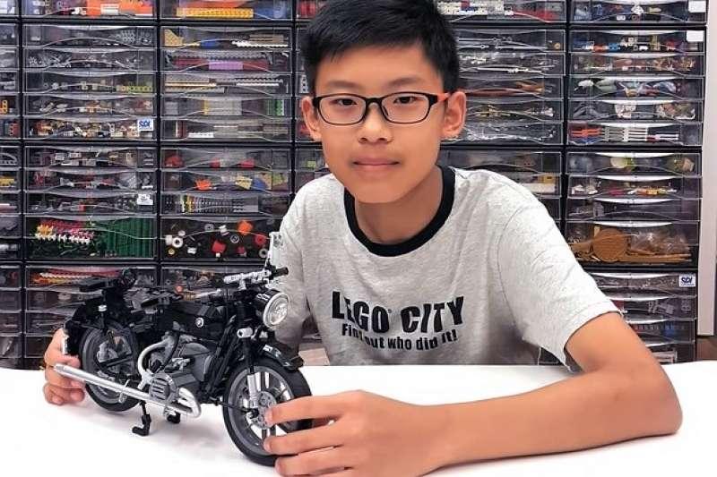 台灣14 歲男孩鄭宇亮的樂高作品「 BMW R60 / 2 復古摩托車」,登上 LEGO ideas首頁,成為全世界通過連署的最年輕樂高玩家,也是台灣第一人!(圖/翻攝自 LEGO ideas 官網,智慧機器人網提供)