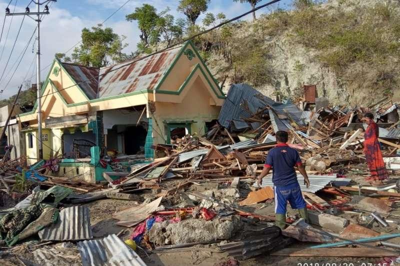 印尼蘇拉威西島巴路市(Palu)受地震和海嘯重創,多棟房屋倒塌。世界展望會災後第一時間即展開災情評估與救援。(資料照,台灣世界展望會提供)