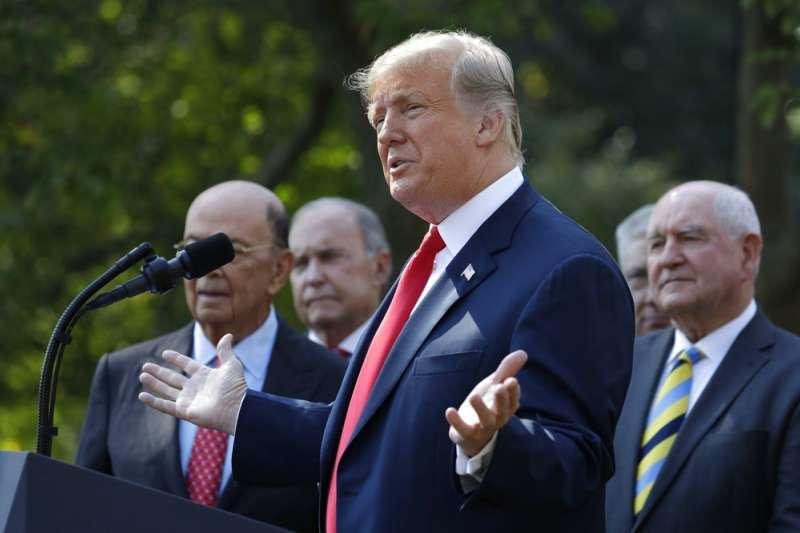 2018年10月1日,美國總統川普宣布,美國、墨西哥、加拿大達成取代NAFTA的《美墨加協定》(USMCA)。(AP)