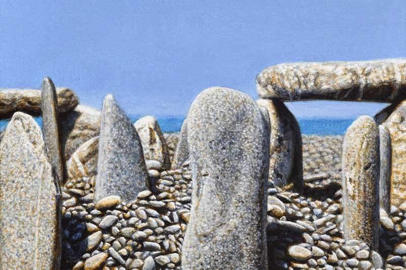 這些石頭的疊法好似史前的「巨石陣」(stonehenge),不過它們不在英國也不在周珠旺常流連的屏東海岸,而在他心中。你說,這是寫實畫還是抽象畫呢?(作者提供)